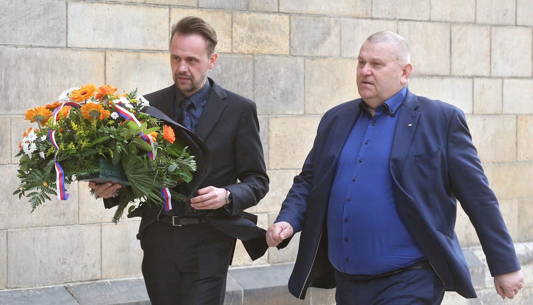 284100bdf Jak se obléknout na pohřeb? – Muži v Česku