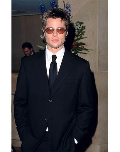 Ok, dobře, tohle nebylo tak špatné. Ale Bradu Pittovi sluší skoro všechno. Dokonce i pilotské brýle s průhlednými skly a gel na vlasy. Fuj.
