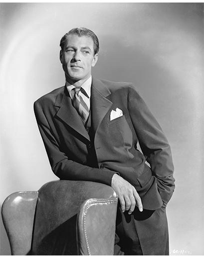 Gary Cooper se za svou kariéru objevil v 84 filmech. Když se na plátně objevujete tak často, většinou si vytvoříte nějakou uniformu – když zrovna nebyl převlečený za kovboje, měl na sobě šedé obleky v klasickém střihu.