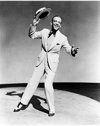 Další výjimkou tohoto období byl Fred Astaire, který se protancoval do srdcí Američanů a poskytl aspoň malou možnost úniku ve svých bílých oblecích, výrazných botách a sakách na jeden knoflík. Tom Ford by z něj měl radost.
