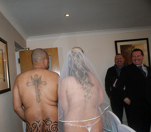 Funny-Wedding-Photos-Naked-Wedding