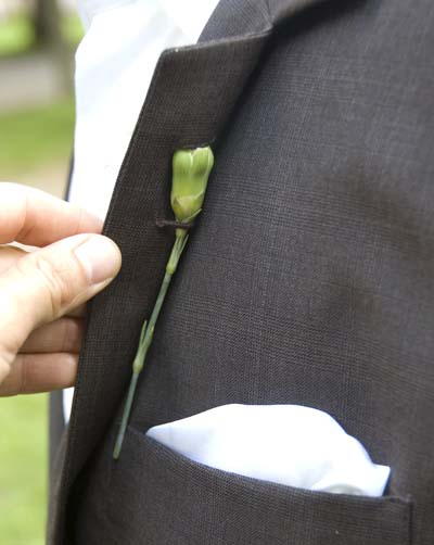 Back-Boutonniere-Latch