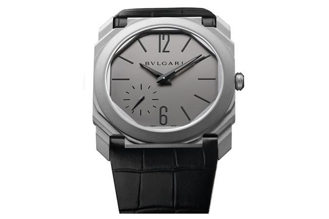 Bulgari Octo Finissimo Automatic - Bulgari těmito hodinkami vzal rekord značce Piaget. Šířka těla je pouze 5,1 mm a společně s minimální váhou to z nich činí nejtenčí a nejpohodlnější hodinky na světě.