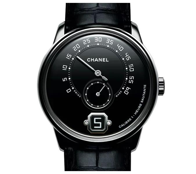 Monsieur De Chanel - Oproti model z minulého roku, Monsieur De Chanel má nyní platinové tělo a sebevědomě dokazuje, že módní domy mohou konkurovat zaběhnutým hodinářským firmám.