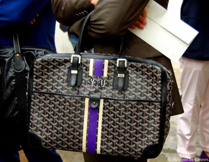 Legendární tašky Goyard jsou vyhledávané právě kvůli monogramům. Nicméně se dají pořídit pouze v butiku a ten nejbližší je v Paříži.