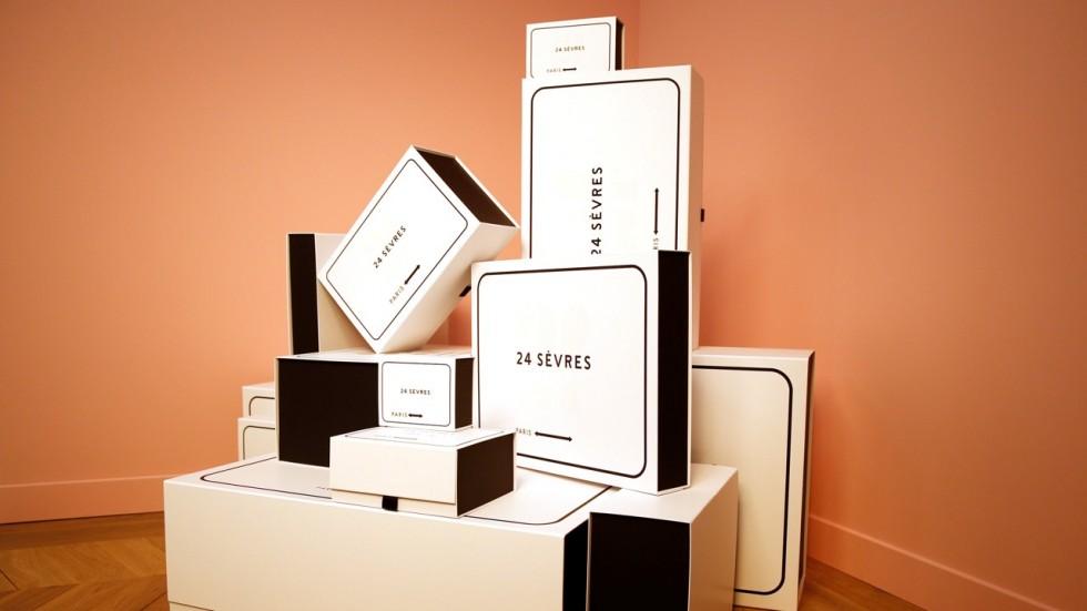 Veškeré produkty by měly mít matrioškové balení ve formě dvou krabic - originální balení značky a krabici s logem webu.