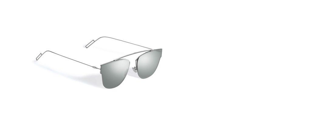 Brýle Dior 0204S jsou k hranatému obličeji naprosto ideální. Plus - zrcadlové brýle jsou teď all the rage.