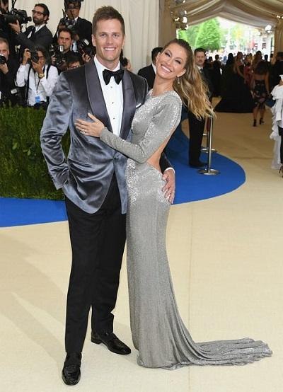 Tom Brady měl vedle sebe Gisele a na sobě Toma Forda. Tohle jen tak nepřerazíte.