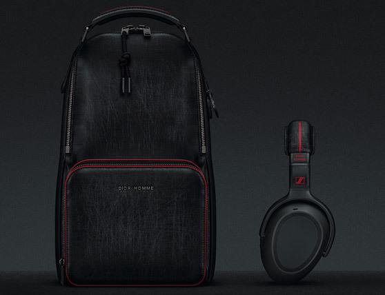 Sennheiser PXC 550 jsou bezdrátová sluchátka s funkcí rušení hluku, jsou pohodlná a Dior k nim udělal cestovní batoh. Protože mít batoh speciálně na sluchátka je ten nejkrásnější stupeň marnivosti, jaký si může moderní muž dovolit.
