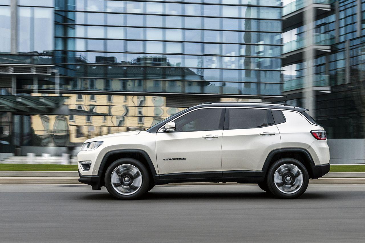 Moderní design Jeepu Compass sluší, trochu ale zavání laciností - 170307_jeep_all-new-jeep-compass_03