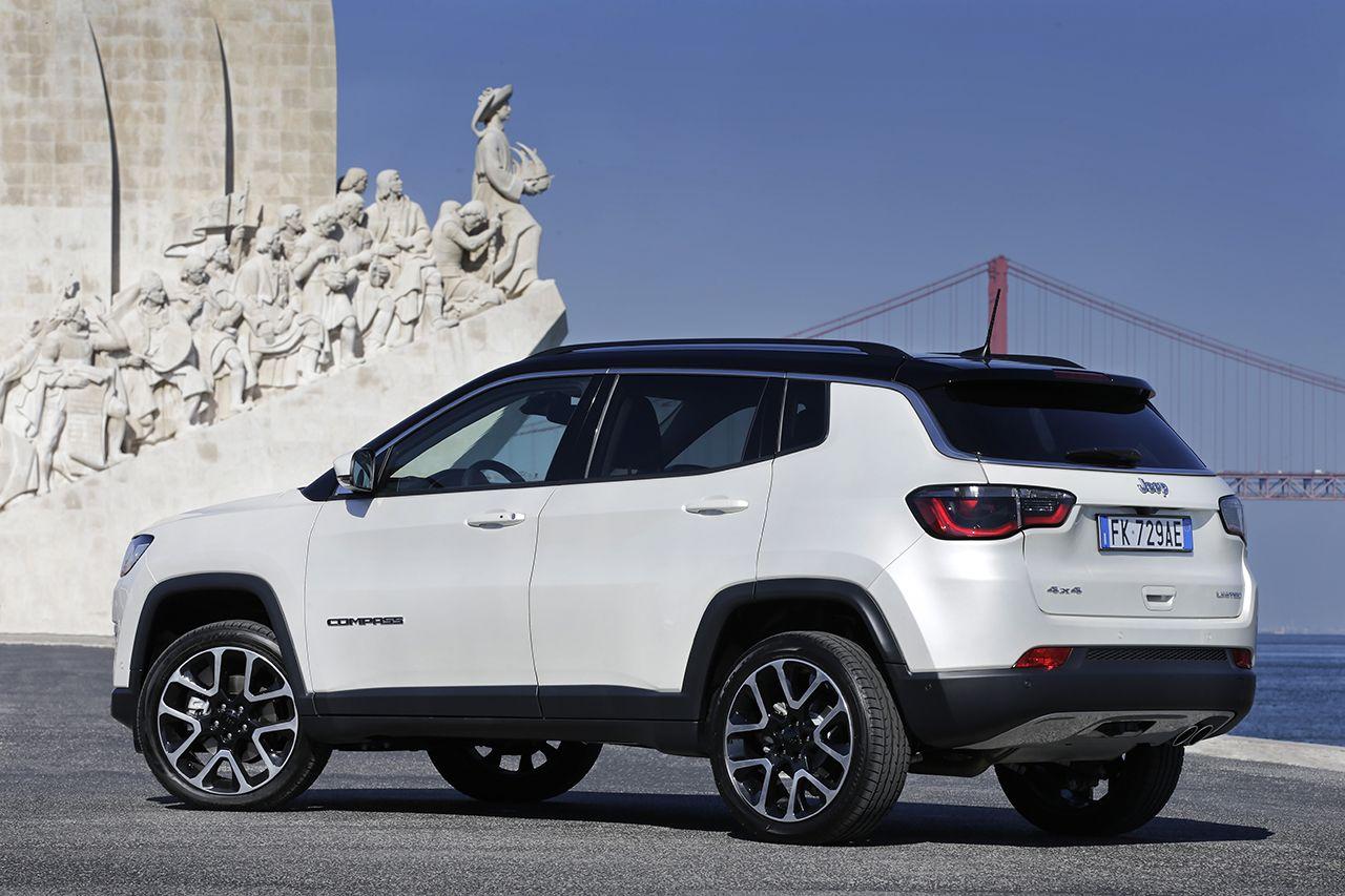 Moderní design Jeepu Compass sluší, trochu ale zavání laciností - Jeep Compass