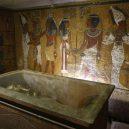 Tutanchamon měl předkus, koňskou nohu a široké boky jak ženská - the-sarcophagus-of-king-tutankhamun