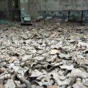 V ukrajinské městě Pripjať už skoro 30 let nikdo nežije - 04-hromady-plynovych-masek