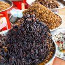 Podívejte se na ta nejšílenější jídla na světě - 10-peceni-pavouci-a-svabi-v-kambodzi