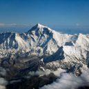 Mount Everest a jeho oběti - 1280px-mount_everest_as_seen_from_drukair2_plw_edit