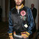 Jared Leto se nebojí měnit barvy. Je to módní chameleon - bomber-v-rezii-gucci