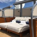 Co skrývají paluby největší obytné jachty? - 5_postele-v-balijskem-stylu-na-nichz-muzete-prenocovat-pod-hvezdami
