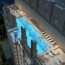 Podívejte se, jak se plave v bazénu se skleněným dnem 150 metrů nad zemí. - 920×920-2