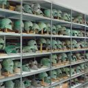 Elitní bojovníci ve starověké Spartě museli projít krvavou zkouškou - ancient-greek-helmets-classical-period-from-olympia-museum-store-room-650×411