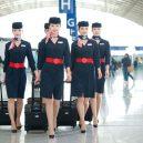 Na letecké uniformy je vždy radost pohledět -