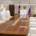 Putinův luxusní letoun se zlatou toaletou předčí i Air Force One? - na-palube-sveho-luxusniho-lletadla-muze-putin-dlouze-diskutovat