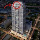 Podívejte se, jak se plave v bazénu se skleněným dnem 150 metrů nad zemí. - swimming-pool-sky-market-square-tower-houston-11