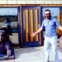 Betonář postavil v Illinois zlatou vilu ve tvaru pyramidy - 0008-vila