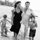 Stále zamilovaný Pierce Brosnan a jeho žena Keely - agent-007-s-patentem-na-stastnou-rodinu