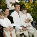 Stále zamilovaný Pierce Brosnan a jeho žena Keely - ma-tu-silu-bez-niz-bych-nemohl-zit-kdyz-se-na-me-keely-podiva-jdu-do-kolen