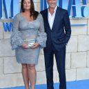 Stále zamilovaný Pierce Brosnan a jeho žena Keely - na-premiere-filmu-mamma-mia