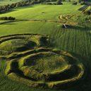 Brú na Bóinne – prehistorický poklad Irska - private-hill-of-tara-tour-from-dublin-kennedy-carr-copyright-tourism_ireland
