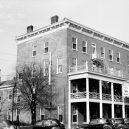 Americké salóny byly nebezpečné místo - 1280px-golden_lamb_hotel_129200pu-repair
