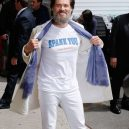 Co nejraději nosí Jim Carrey? Asi dámské plavky! - Jak (ne)nosit triko s nápisem