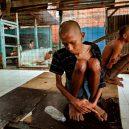 Lidé v klecích a bez toalet: Podívejte se na šokující fotodokumentaci z indonéských blázinců - 22756