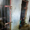 Lidé v klecích a bez toalet: Podívejte se na šokující fotodokumentaci z indonéských blázinců - 22757