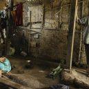 Lidé v klecích a bez toalet: Podívejte se na šokující fotodokumentaci z indonéských blázinců - 22760