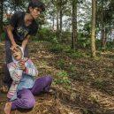 Lidé v klecích a bez toalet: Podívejte se na šokující fotodokumentaci z indonéských blázinců - 22764