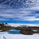 Podívejte se na luxusní kemping v ledovém konci světa - white-desert-camp-on-the-edge-of-the-frozen-lake