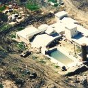 Obléhání Waco – plamenná apokalypsa - 1024px-mountcarmelfire04-19-93-d