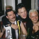 Freddie Mercury – nezapomenutelná legenda - bro-hug