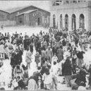 V genocidě Arménů zemřelo na 2 miliony lidí - crowd-in-square