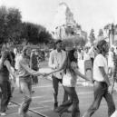 Neuvěřitelně obskurní příhody ze zákulisí Disneyho byznysu - disneyland-yippies-720×405