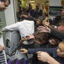 Podívejte se, jak vypadá americké nákupní šílenství - Friday-22