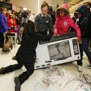 Podívejte se, jak vypadá americké nákupní šílenství - Friday-5-1-768×512