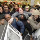 Podívejte se, jak vypadá americké nákupní šílenství - Friday-8