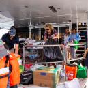 Miliardář využil svou jachtu v hodnotě 25 milionů, aby pomohl zásobovat ohněm zasažené Malibu - Photo by TNS V