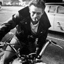 Deanův styl je nesmrtelný. Inspirujte se, nepotřebujete k tomu (skoro) nic - Láska k rychlosti a k biker jacket