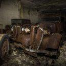 Amatérský fotograf našel v opuštěném dole desítky aut ukryté za okupace - 3147937_