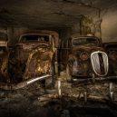 Amatérský fotograf našel v opuštěném dole desítky aut ukryté za okupace - 3147938_