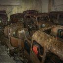 Amatérský fotograf našel v opuštěném dole desítky aut ukryté za okupace - 3147940_